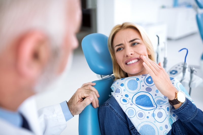 Woman visiting dentist for tooth pain